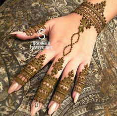 Best Eid Mehndi Designs Special Collection consists of amazing series of henna mehndi patterns of hands for Eid ul Fitr, Eid ul Adha. Henna Hand Designs, Mehndi Designs Finger, Indian Henna Designs, Legs Mehndi Design, Mehndi Designs For Fingers, Mehndi Design Pictures, Henna Tattoo Designs, Heena Design, Mehndi Images