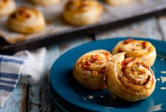 This Bacon Cheddar Puff Pinwheels Recipes Food Network Canada is a better for your Lunch made with wholesome ingredients! One Bite Appetizers, Vegan Appetizers, Appetizer Recipes, Healthy Dinner Recipes, Snack Recipes, Cooking Recipes, Bacon Cheddar Puffs, Pinwheel Recipes, Food Network Canada