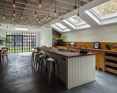Whether you have a more modern or vintage approach, industrial style lighting can add an edge to your home. We discuss some ideas that will help bring industrial style to your home. Kitchen Inspirations, Simple Kitchen, London Kitchen Design, Commercial Style Kitchen, British Standard Kitchen, Kitchen Design, London Kitchen, Kitchen Renovation, Kitchen Extension