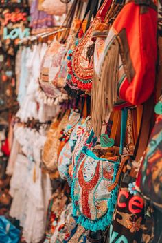 hippie style 143341200627135198 - In love with that special bohemian Ibiza style too? The best finds you should get from the Ibiza hippie market this year! Source by Ibizabohogirl Hippie Bohemian, Hippie Chic, Hippie Style, Gypsy Style, Famous Hippies, Boho Chic, Chic Outfits, Fashion Outfits, Style Fashion