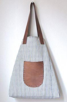 Overall Tote Antique Ticking Stripe Cotton Irish di rizomdesigns Handmade Handbags, Handmade Bags, Messenger Bag Patterns, Craft Bags, Linen Bag, Simple Bags, Denim Bag, Fabric Bags, Cloth Bags