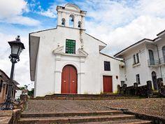 Una de las iglesias de Popayán, donde podrás admirar las procesiones. Iglesias, Mansions, House Styles, Elopements, Hotels, Earth, Vacations, Museums, Villas