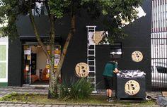 Casa de câmbio BitcoinToYou, em Curitiba, a primeira do Brasil a vender a moeda virtual em loja física. (Foto: Divulgação/BitcoinToYou)