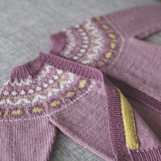 Vår og Sommer - hefte Picts, Pink Purple, Baby, Men Sweater, Hedwig, Knitting, Sweaters, October, Collection