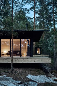 Peek Inside An Inspiring Country House in Finland - Nordic Design Lakeside Cabin, Haus Am See, Forest House, Nordic Design, Cabins In The Woods, Cabana, Black House, House Tours, Villa