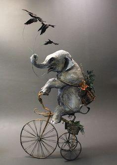 Animais mitológicos viram esculturas