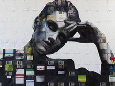 """Britânico Nick Gentry faz """"arte social feita a partir do obsoleto"""" com disquetes recebidos de todo o mundo."""