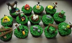 Love the cupcakes!  So detailed.