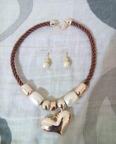Lindo collar