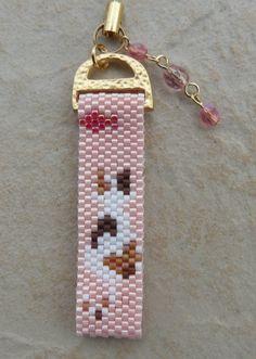 Miyuki strap chat 2 Plus Peyote Beading Patterns, Beaded Bracelet Patterns, Loom Patterns, Loom Beading, Seed Bead Jewelry, Bead Jewellery, Bead Sewing, Beaded Animals, Cat Pattern