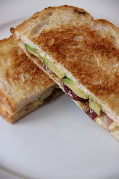 Toasted sandwich with dutch cheese, red onions and avocado - Tosti met ui en avocado