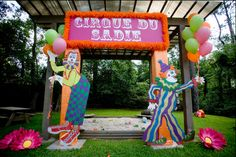 really pretty entrance for a girly circus themed party