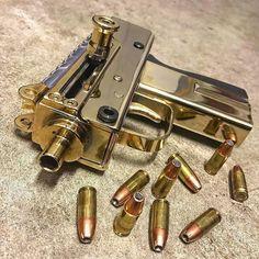 Rate it from 1 to Recognize the weapon - write in comments! Weapons Guns, Airsoft Guns, Guns And Ammo, Armas Wallpaper, Aigle Animal, Armas Ninja, Gun Art, Submachine Gun, Custom Guns