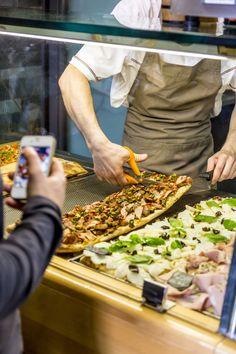Im Pizzarium werden fantastische Pizzen serviert. Pizza Und Pasta, Pizzeria, Food Tags, Italian Recipes, Food And Drink, About Me Blog, Italy, Drinks, Travel