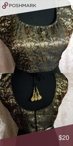 Choli Saree Blouse Strikingly gorgeous!  Sleeveless choli in faux silk.  Knock 'em cold in black and gold! Tops Crop Tops