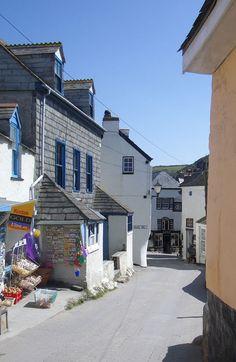 Port Isaac - Fore Street - Photos of Cornwall Cornwall England, North Cornwall, Devon And Cornwall, England Uk, Visit England, Beautiful Islands, Beautiful Places, Port Isaac, Juan Les Pins