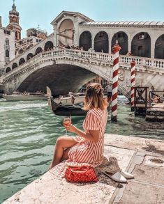 Saw the typical Venice? Let's dive into secret locations in Venice! Cool Places To Visit, Places To Travel, Places To Go, Travel Destinations, Venice Travel, Italy Travel, Travel Pictures, Travel Photos, Europe Photos