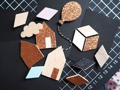 DIY - Broches en balsa / Balsa wood brooches or pins Diy Kids Furniture, Diy Cadeau, Bois Diy, Diy Gifts, Handmade Gifts, Bijoux Diy, Diy For Kids, Diy Jewelry, Diy And Crafts