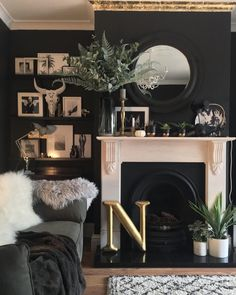 The Inexplicable Puzzle Into Living Room Decor On A Budget Apartment Color Schemes Discovered 43 Dark Living Rooms, Living Room Accents, New Living Room, Home And Living, Dark Rooms, Modern Living, Home Interior, Living Room Interior, Living Room Furniture