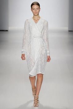 See the complete Tadashi Shoji Spring 2015 Ready-to-Wear collection.