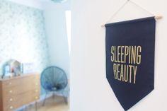 La chambre de Léonie. Déco chambre fille, romantique et vintage // Hëllø Blogzine blog deco & lifestyle www.hello-hello.fr #vintage #summerboyfriend
