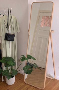 Dream Rooms, Dream Bedroom, Room Ideas Bedroom, Bedroom Decor, Bedroom Inspo, Study Room Decor, Men Bedroom, Indie Room, Minimalist Room