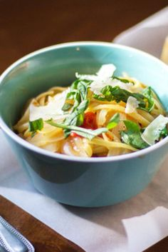 How to Make Tomato, Onion & Basil Pasta With Just One Pan
