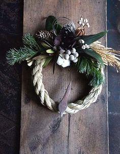 今年も残すところあとわずか。毎年ぎりぎりのアップになってしまいますが明日お正月しめ縄リースとスワッグをアップします。フェイクのエケベリアとブルニアのしめ縄... Cabin Christmas, Christmas Goodies, Christmas 2016, Rustic Christmas, Christmas Wreaths, Christmas Centerpieces, Christmas Decorations, Japanese New Year, Green Wreath