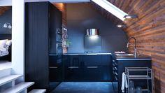 METOD kök med RINGHULT svarta lådfronter och luckor i högglans.