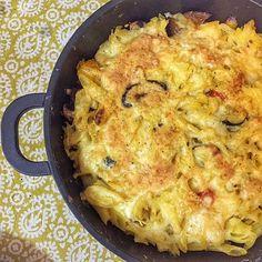 מאפה פסטה Pasta Pie, Cauliflower, Macaroni And Cheese, Vegetables, Ethnic Recipes, Food, Mac And Cheese, Cauliflowers, Essen