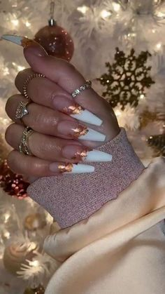 Semi-permanent varnish, false nails, patches: which manicure to choose? - My Nails Aycrlic Nails, Glam Nails, Dope Nails, Coffin Nails, Gold Stiletto Nails, Gorgeous Nails, Pretty Nails, Nagel Blog, Fall Acrylic Nails