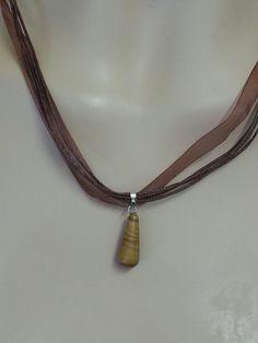 Halbedelstein Tropfen an Organzaband / Halskette