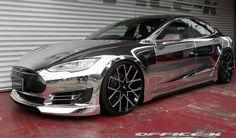 ¿Te atreverías a conducir un modelo como este #Tesla Model S con un acabado cromado? Si lo que quieres es un #coche #deportivo, radical, que tenga un aspecto agresivo y deportivo, este tono es el apropiado. Foto de Autobild #automoción