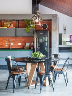Image 32 of 37 from gallery of Lake House / Cadi Arquitetura. Photograph by Cristiano Bauce Tiny House Loft, Casas Containers, Ground Floor Plan, Small House Design, Stone Houses, Home Design Plans, Cabin Homes, Small House Plans, Dining Area