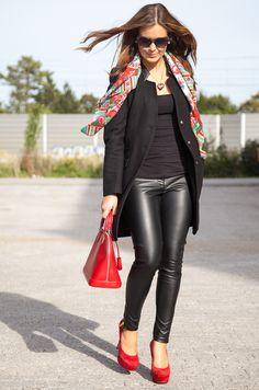 Sarah Eichhorn aka Josie Loves shares her first fall look this year, carrying a Louis Vuitton Alma Epi Carmin (via http://www.josieloves.de)