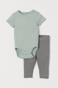 Baby Boy Outfits, Kids Outfits, Gender Neutral Baby, Jersey Shorts, Green Stripes, Fashion Company, World Of Fashion, Cape, Personal Style