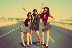 Road trip with three best friends... Sounds like the time of your life! I want to do this