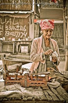 Aging in poverty by Laris Manis