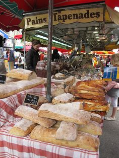 Aix-en-Provence, France See that fabric under the bread? That is what I need!