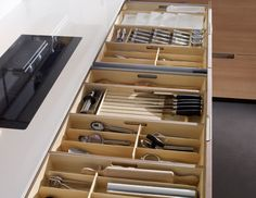 SANTOS kitchen   Minos, solutions for organising space. The most frequently used utensils are found together in spacious 60 cm deep drawers that are able to hold up to 65 kg and are equipped with pull-out accessories made of natural wood.
