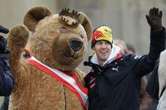 """Weltmeister in Berlin. """"Man fragt sich, ob das alles wirklich wahr ist"""", sagte ein bewegter Vettel."""