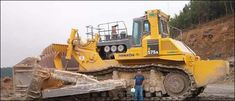 The Komatsu 575 bulldozer is the largest construction bulldozer. Used Construction Equipment, Construction Machines, Road Construction, Mining Equipment, Heavy Equipment, Giant Truck, Volvo, Earth Moving Equipment, Big Tractors