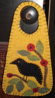 Oley Valley Primitives CROW in the CHERRY TREE Penny Rug Door Knob Hanger Wool Applique Quilts, Wool Applique Patterns, Wool Embroidery, Felt Patterns, Felt Applique, Print Patterns, Penny Rugs, Pochette Diy, Penny Rug Patterns