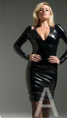 Margot Robbie Margot Elise Robbie, Margo Robbie, Margot Robbie Harley Quinn, Celebrity Workout, Celebrity Fitness, Divas, Latex Girls, Sexy Latex, Leather Dresses