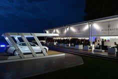 Le strutture arredano la Terrazza Maserati, creando spazi privè per interviste e relax. La nuovissima Mas e la Xentia Evo ospitano i modelli di punta della rinomata casa automobilistica Maserati.  #outdoor #living #home #madeinitaly #design #outside #space #events
