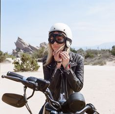 The Women's Moto Exhibit is a traveling photo exhibition documenting and promoting the new wave of modern female motorcyclists. Lady Biker, Biker Girl, See See Motorcycles, Vintage Leather, Black Leather, Motorcycle Events, Cb350, The New Wave, Vintage Bikes