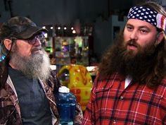 Duck Dynasty - Willie Takes Si to the Arcade