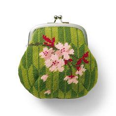 桜×矢絣(やがすり) 縦約12cm、横約12.5cm(口金含まず)