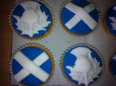 Scottish Themed Cupcakes - made for a Birthday WOW, something to look forward to on my ! Baking Cupcakes, Yummy Cupcakes, Scottish Wedding Themes, Celtic Food, Adult Party Themes, Cakes Plus, Scottish Recipes, Cupcake Heaven, Thistles