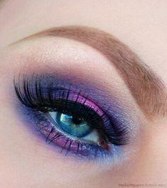 Sombra de ojos purpura.